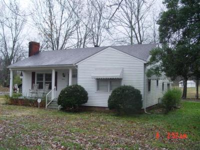 Marshall County Single Family Home Under Contract - Showing: 2323 Fayetteville Hwy