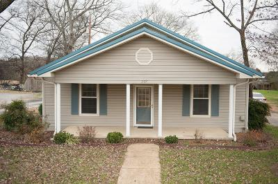 Shelbyville Single Family Home For Sale: 207 Shelbyville Mills Rd