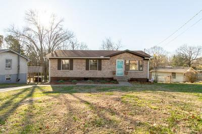 Single Family Home For Sale: 616 Larchwood Dr