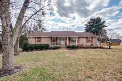 Hendersonville Single Family Home For Sale: 102 Cedar Springs Trl