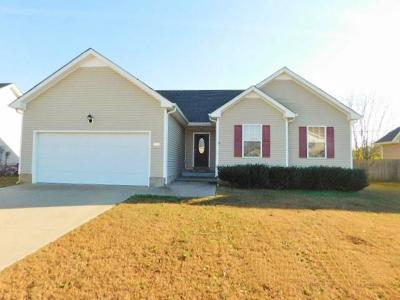 Clarksville TN Single Family Home For Sale: $137,000