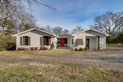 Hendersonville Single Family Home For Sale: 143 Waterview Dr