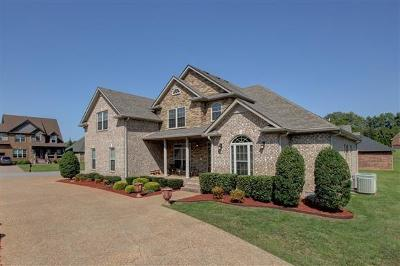 Clarksville Single Family Home Under Contract - Showing: 128 Roanoke Station Cir