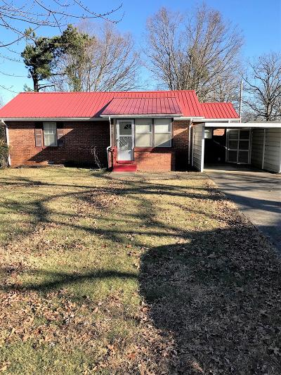 Dickson Single Family Home Under Contract - Showing: 204 Parkway W