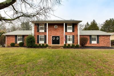 Davidson County Single Family Home Under Contract - Showing: 240 Clearlake Dr W