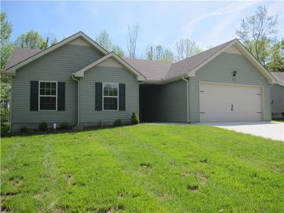 Christian County, Ky, Todd County, Ky, Montgomery County Single Family Home Under Contract - Showing: 555 Magnolia Dr