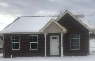 Robertson County Single Family Home For Sale: 916 16th Ave E