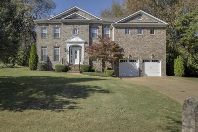 Hendersonville Single Family Home For Sale: 108 Lake Harbor Dr
