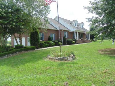 Shelbyville Single Family Home For Sale: 584 Jennings Ln