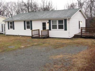 Cheatham County Single Family Home Under Contract - Showing: 219 Annette Dr