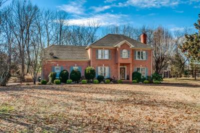 Franklin Single Family Home For Sale: 608 Adelynn Ct