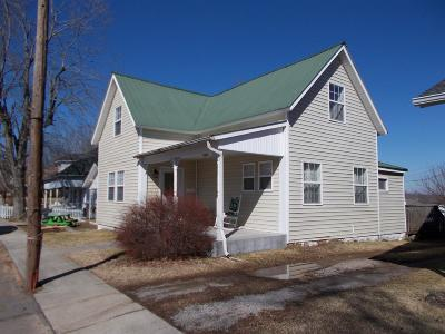 Dickson Single Family Home Under Contract - Showing: 207 Murrell St