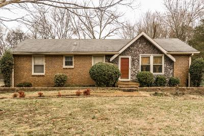 Nashville Single Family Home For Sale: 212 Cedarcreek Dr