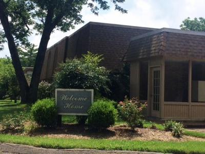 Davidson County Condo/Townhouse Under Contract - Showing: 420 Walton Ln Apt I36 #I36
