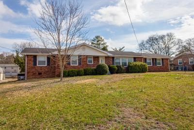 Hendersonville Single Family Home For Sale: 137 Chiroc Rd