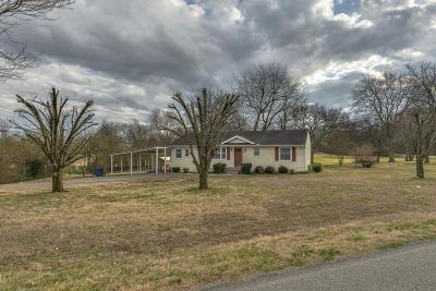 Davidson County Single Family Home For Sale: 901 Meadowlark Ln