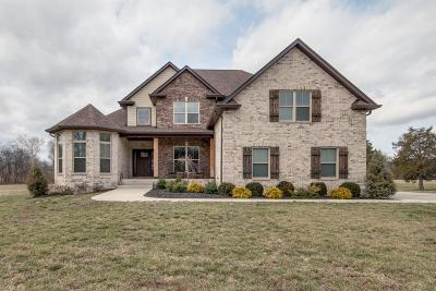 Gallatin Single Family Home For Sale: 209 Kirk Ln