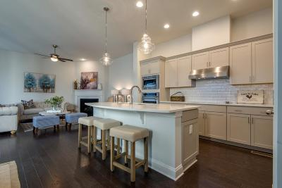 East Nashville Single Family Home Under Contract - Showing: 1415 a Otay St