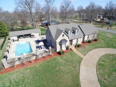 Springfield Single Family Home Under Contract - Showing: 2102 Nicklaus Dr