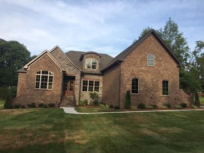 Wilson County Single Family Home For Sale: 104 Hunter Dr