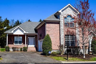 Hendersonville Single Family Home For Sale: 114 Newport Cir