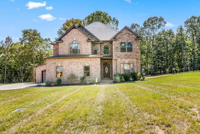 Clarksville Single Family Home Under Contract - Showing: 1120 Reda Drive