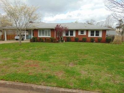 Lawrenceburg Single Family Home For Sale: 536 Academy Dr