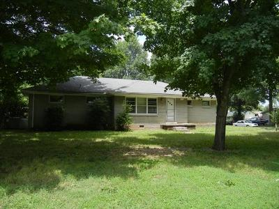 Christian County Single Family Home For Sale: 507 E Parkview