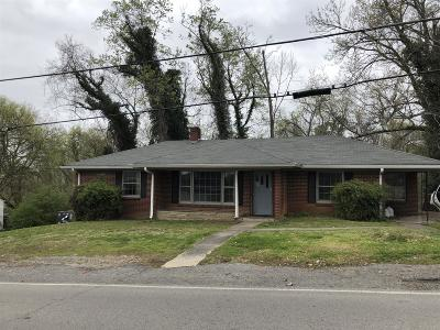 Cheatham County Single Family Home For Sale: 105 Stratton Blvd