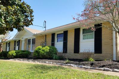 Wilson County Single Family Home Under Contract - Showing: 215 NW Clearview Dr