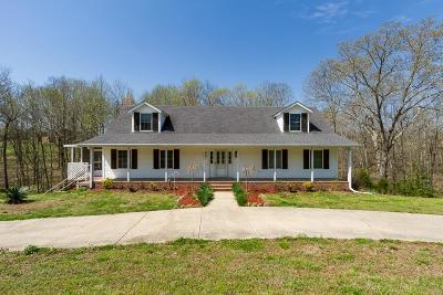 Robertson County Single Family Home For Sale: 6697 Greenbrier Cemetery Rd
