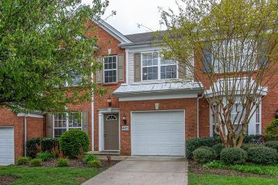 Davidson County Condo/Townhouse For Sale: 425 Old Towne Dr