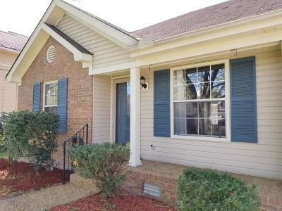 Hendersonville Single Family Home Under Contract - Showing: 141 Agee Cir E