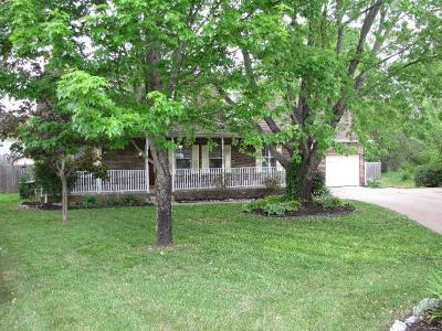 Lavergne Single Family Home Under Contract - Showing: 105 Travis Ln