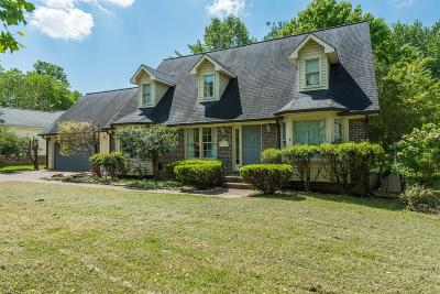 Franklin Single Family Home For Sale: 323 Stonegate Dr