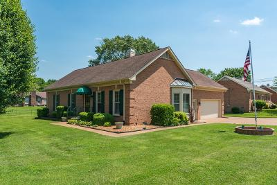 Hendersonville Single Family Home For Sale: 101 Hickory Trl