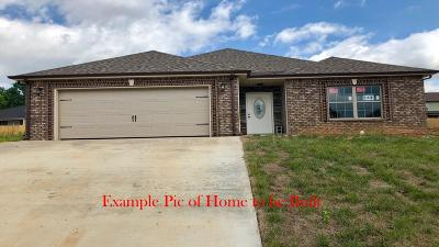 Clarksville Single Family Home Active - Showing: 1228 Gentry Drive