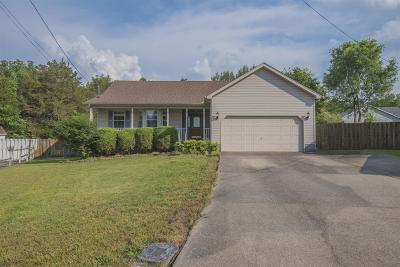 Lavergne Single Family Home Under Contract - Showing: 304 Bantam Ct