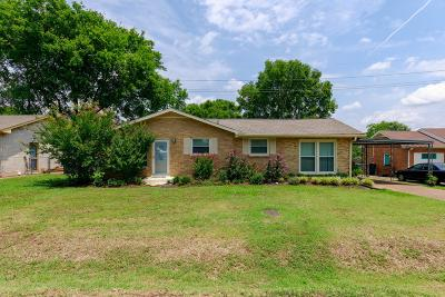 Davidson County Single Family Home For Sale: 520 Starliner Dr
