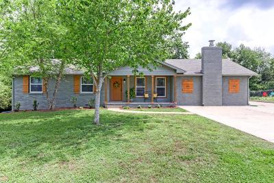Hendersonville Single Family Home For Sale: 115 Hazelwood Dr
