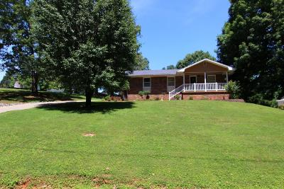 Dover Single Family Home For Sale: 219 Castle Ln