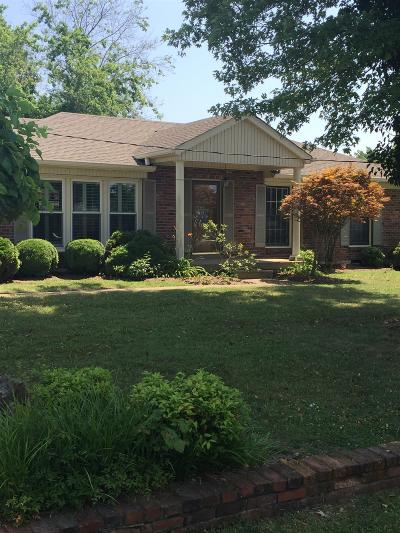 Hendersonville Single Family Home For Sale: 137 Roberta Dr