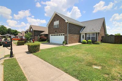 Single Family Home Active - Showing: 1015 Hendricks Ct