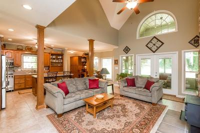 Chapmansboro Single Family Home For Sale: 418 Lazy Eight