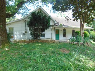 Lawrenceburg Single Family Home For Sale: 703 SW Buffalo Rd