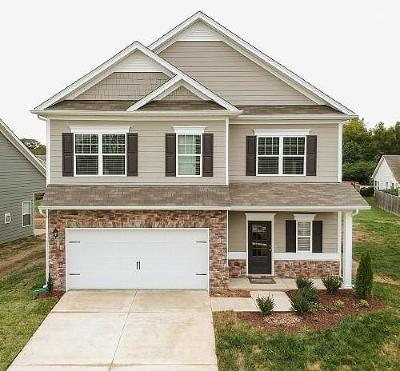 Spring Hill  Single Family Home For Sale: 900 Carnation Drive
