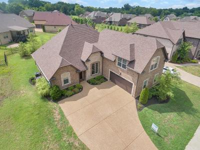 Gallatin Single Family Home For Sale: 1025 Five Coves Trace