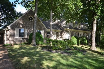 Clarksville Single Family Home For Sale: 327 Fairway Dr