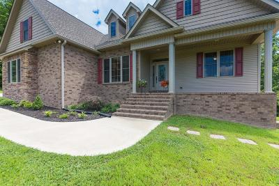 Tennessee Ridge Single Family Home For Sale: 136 Hickory Hills Ln