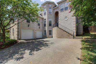 Hendersonville Single Family Home For Sale: 1077 Mansker Farm Blvd